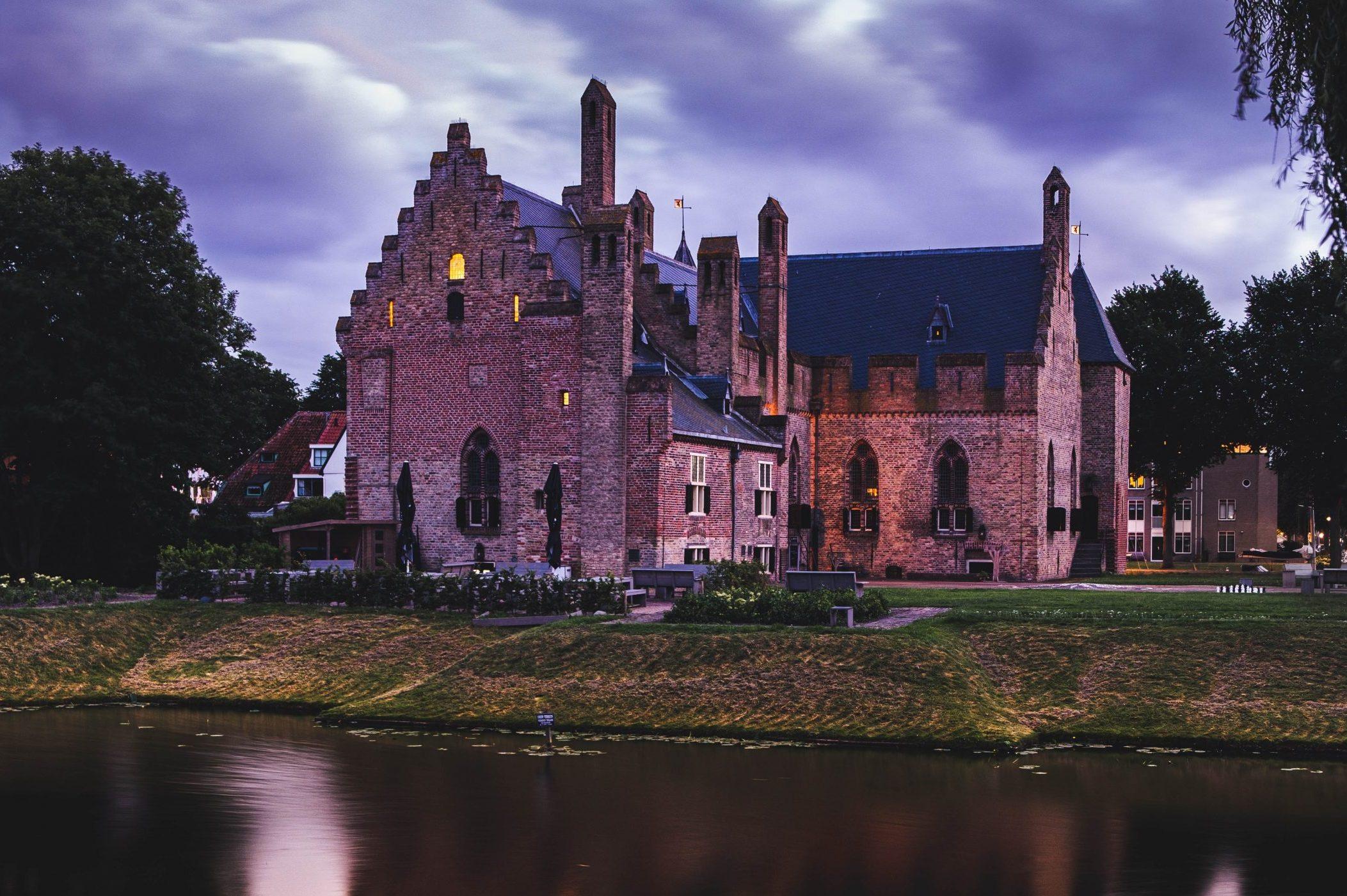 Het kasteel Radboud in de haven van Medemblik